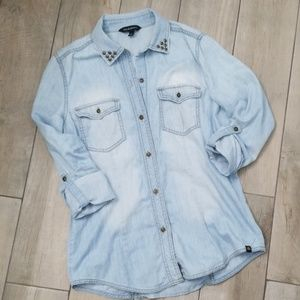 Rock and Republic button down chambray
